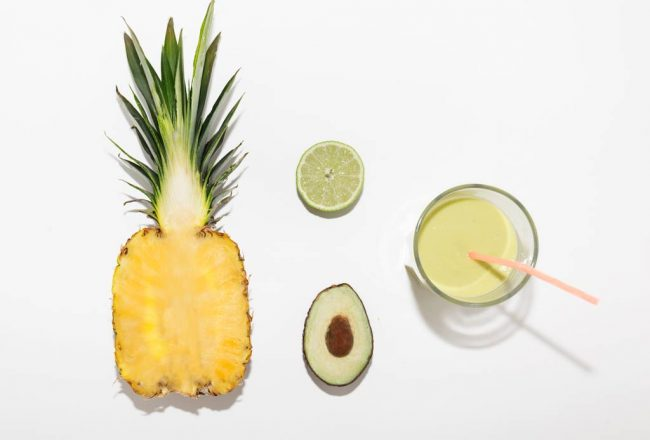 Jus de fruits ananas et avocat